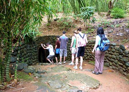 tour du lich quang binh dia dao vinh moc 640x480 - HUE – DMZ VIETNAM – HUE/ 01 DAY