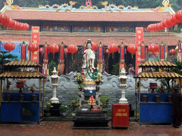 4902227 Long Tien Pagoda 0 640x480 - HALONG BAY PRIVATE SHORE EXCURSIONS FROM HALONG BAY/ HANOI (CAI LAN), VIETNAM
