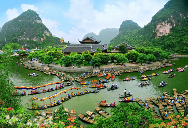 636468744555016676 1024x698 640x480 - NINH BINH PRIVATE TOUR