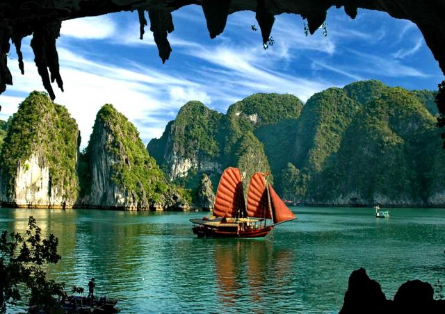 btlong boat 640x480 - HALONG BAY SHORE EXCURSIONS