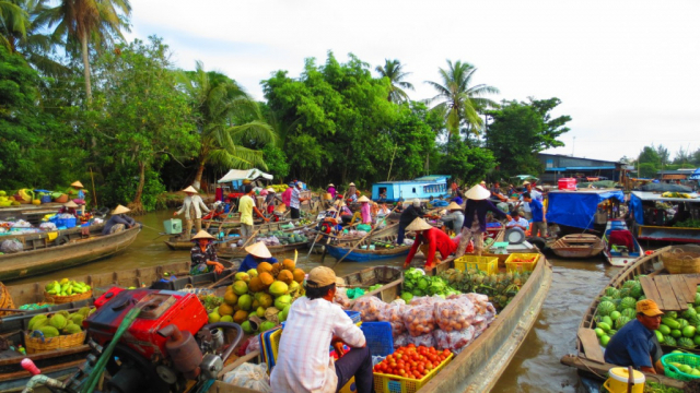 mekong delta 14 1024x576 640x480 - VIETNAM TOUR PACKAGE (16 DAYS)